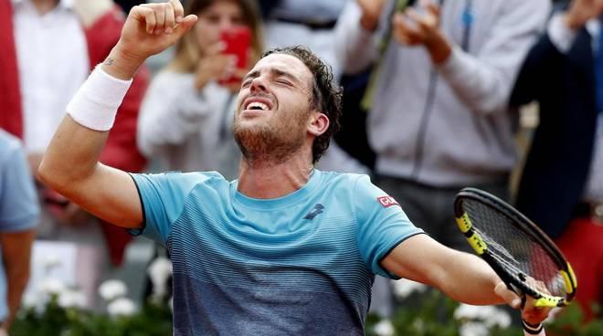 Marco Cecchinato vince i quarti al RG